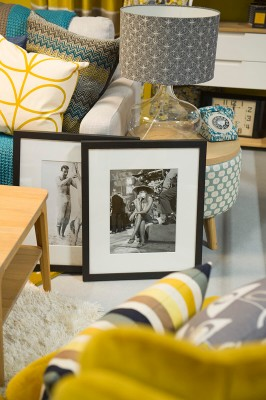 close-up-photo-frames-on-coffee-table