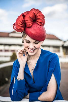 woman-in-red-hat-at-chester-racecourse