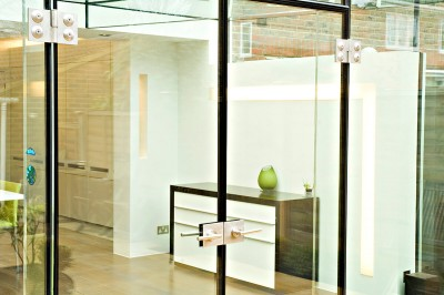 hallway-with-chest-of-drawers