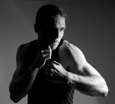 black-and-white-man-fighting-pose-fitness-portrait