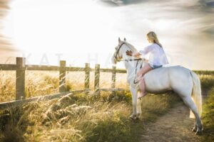 woman-on-horse-photography